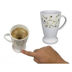 Mug mélangeur automatique molécule caféine
